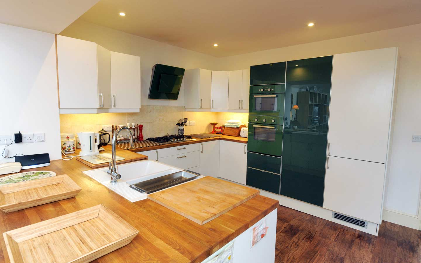 large kitchen in manorbier cottage to rent